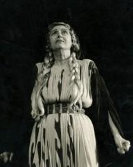 Η Κατίνα Παξινού στον ρόλο της Εκάβης