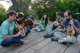 Το μουσικό συγκρότημα Strovili