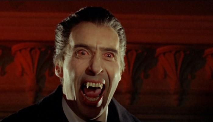 Τρομακτικός ο Κρίστοφερ Λι ως Κόμης Δράκουλας