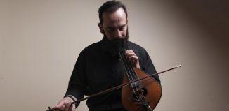 Ο κρητικός μουσικός και λυράρης Πέτρος Σαριδάκης.