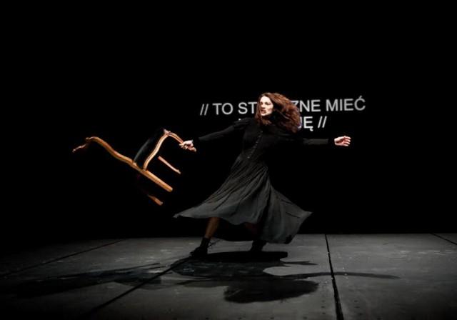 Ως Λίβια Σερπιέρι πρωταγωνιστεί η Αλεξάνδρα Καζάζου στο Insenso