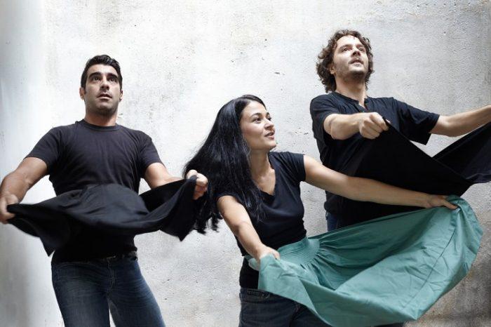 Η Μαζώχτρα - Ηθοποιοί παράστασης