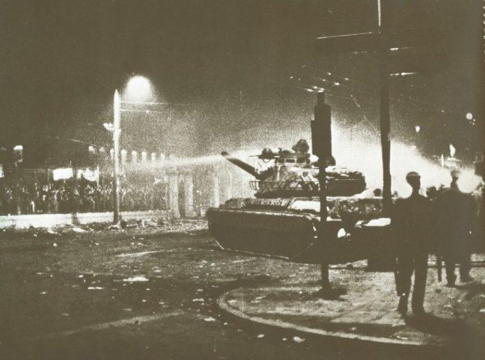 εξέγερση πολυτεχνείου 17/11/1973 - Η βραδιά της εισβολής - Εξέγερση του Πολυτεχνείου