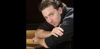 Ο Βασίλης Βαρβαρέσος σε Ρεσιτάλ Πιάνου