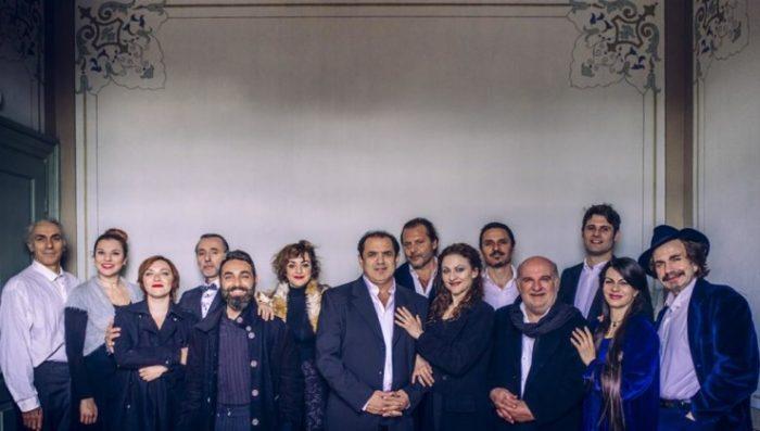 Ψύλλοι στ' αυτιά από το Κρατικό Θέατρο Βορείου Ελλάδος
