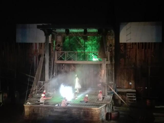 Στιγμιότυπο από την παράσταση Τρικυμία στο 1ο Διεθνές Φεστιβάλ Δάσους