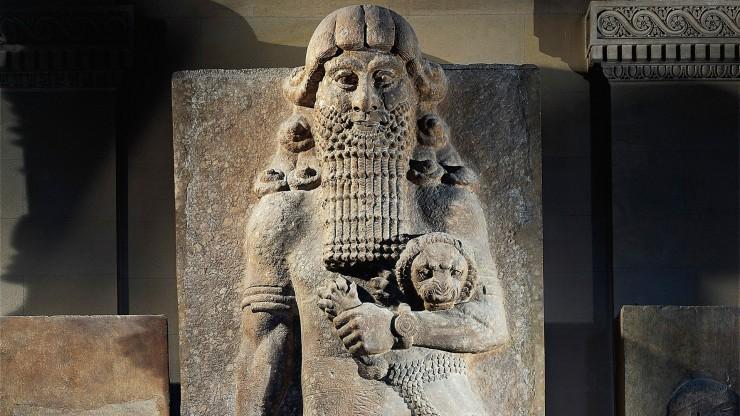 Άγαλμα που απεικονίζει τον ήρωα Γκίλγκαμες