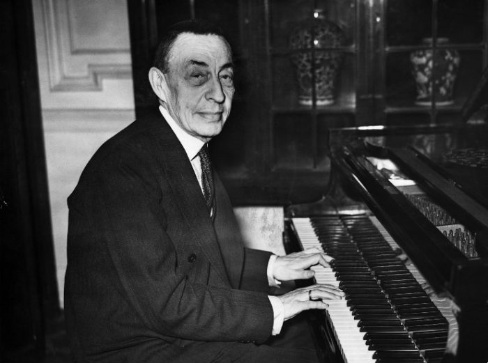 Ο Σεργκέι Βασίλιεβιτς Ραχμάνινοφ (Серге́й Васи́льевич Рахма́нинов / Sergei Vasilievich Rachmaninoff) στο πιάνο του