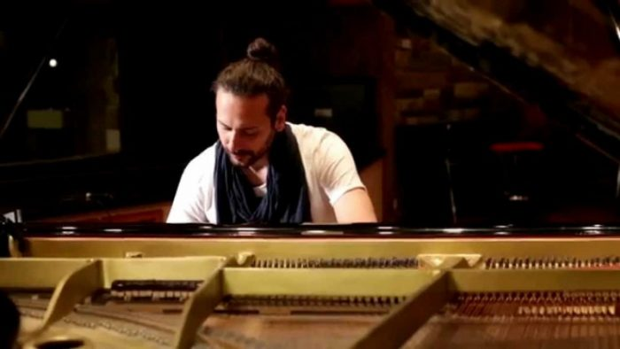 πιανίστας Στάθης Άννινος
